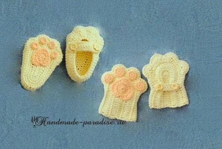 Детские тапочки и варежки «Кошачьи лапки» крючком в фото