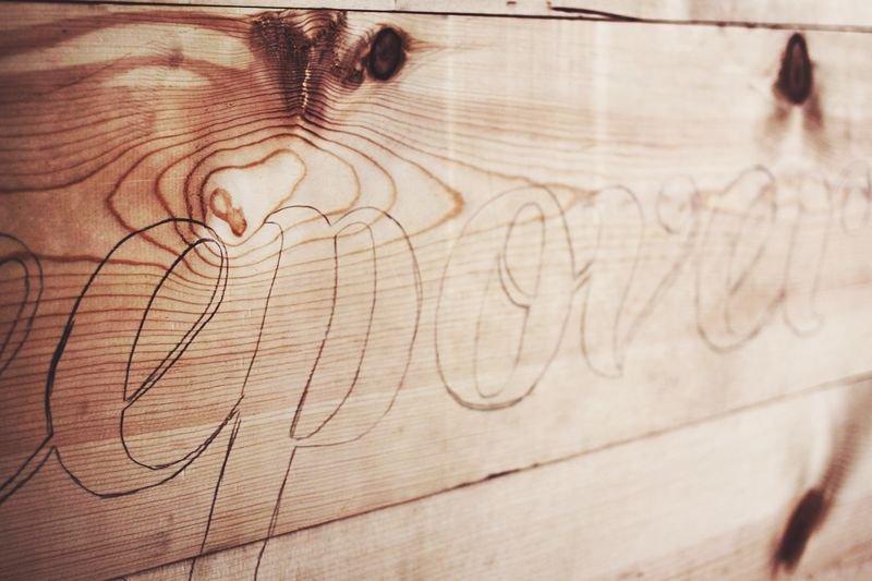 Изголовье кровати со светящейся надписью своими руками в фото