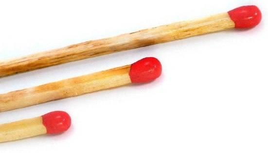 Как оттереть следы от шариковой ручки с кожаного дивана в фото