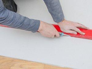 Как правильно клеить бумажные обои? в фото