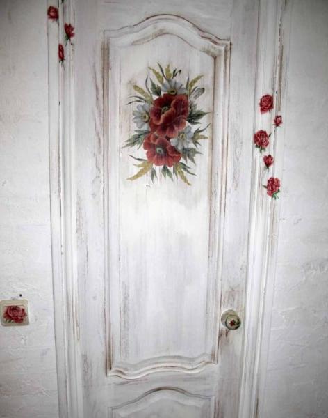 Как украсить дверь своими руками: несколько способов в фото