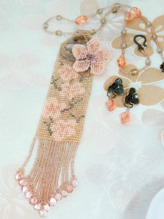 Схема вышивки бисером офисного гердан-галстука «Весенние напевы» в фото