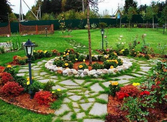 Украшаем дачу садовыми дорожками и мощеными участками своими руками в фото