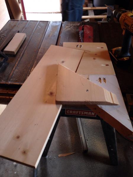 Журнальный столик из одной доски в фото