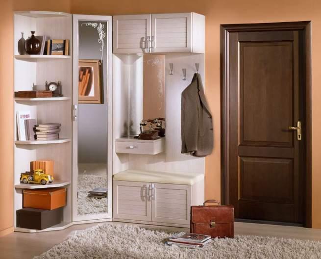 Белый угловой шкаф для маленькой прихожей