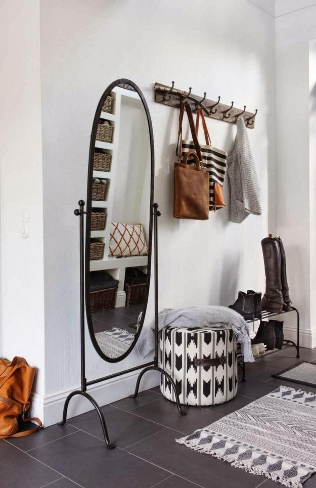 Легкая мебель для малогабаритной прихожей