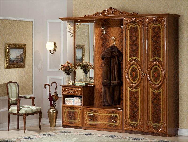 Дорогая мебель для классической прихожей