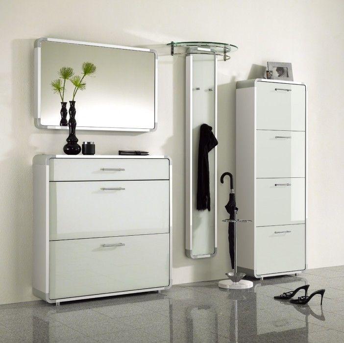Мебель в малогабаритной прихожей в стиле минимализм