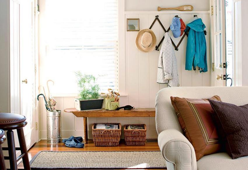 Фото дизайна небольшой прихожей в частном доме