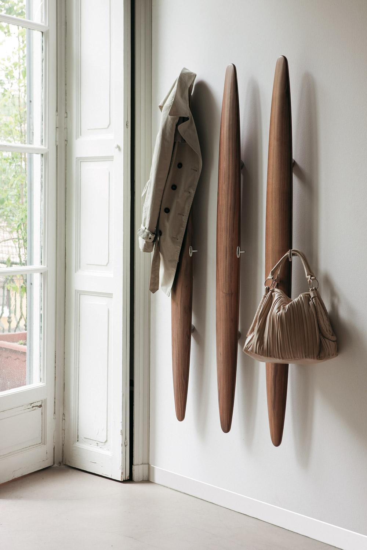 Вертикальная оригинальная деревянная настенная вешалка