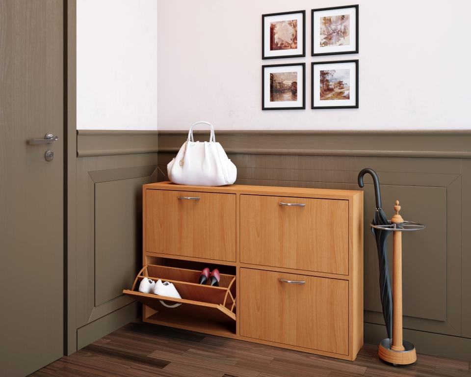 Узкий деревянный  шкаф для обуви в прихожей