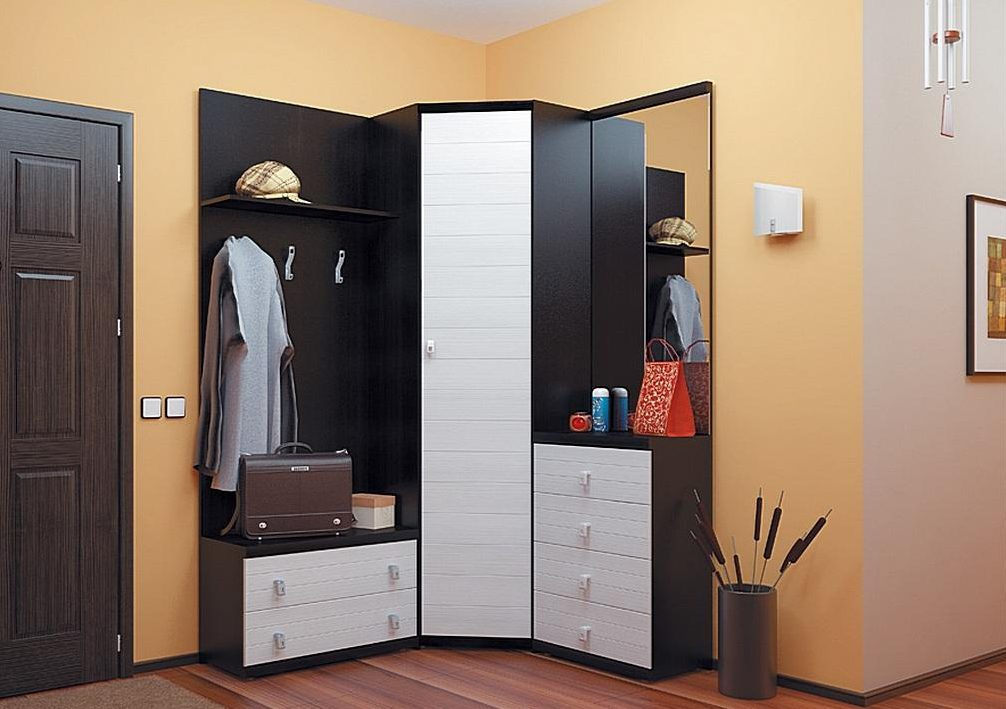 Угловой шкаф-купе из трех модулей для маленькой прихожей