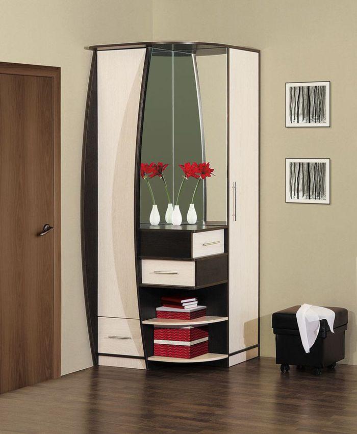 Компактный угловой шкаф для маленькой прихожей