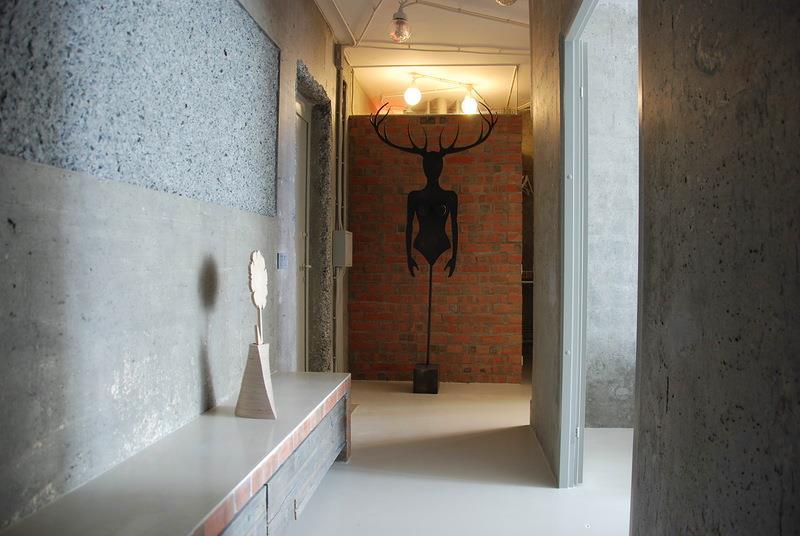 Ремонт стен малогабаритной прихожей в квартире микроцеменом