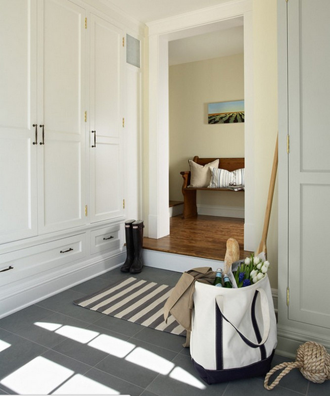 Фото дизайна плитки на полу  в прихожей в частном доме