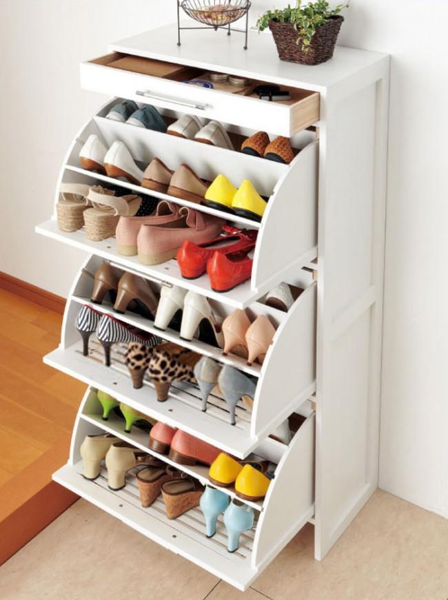 Узкий  шкаф для обуви в прихожей с поворотным механизмом