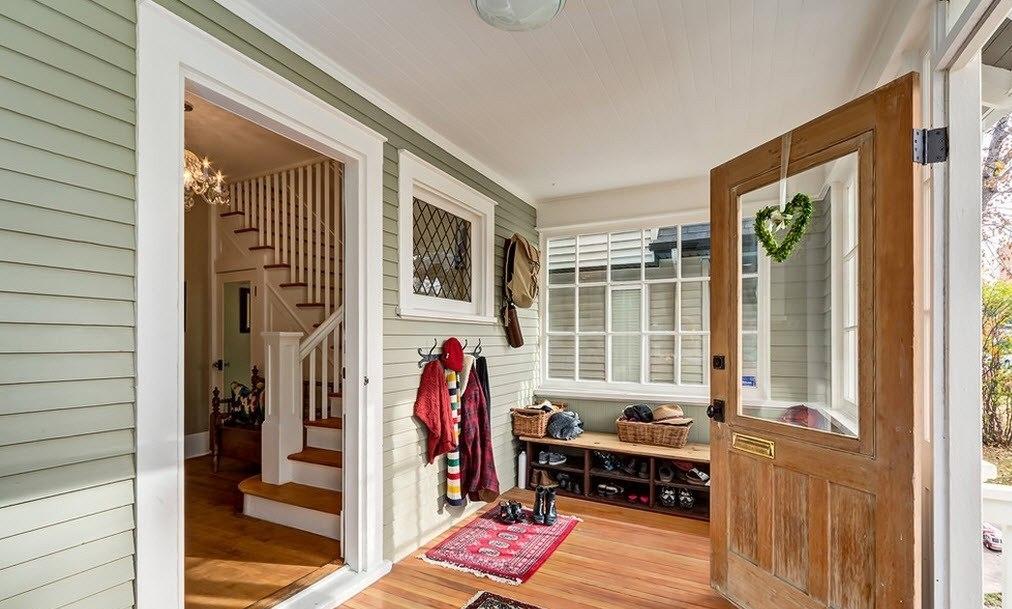 Фото прихожей в частном доме перед основным входом