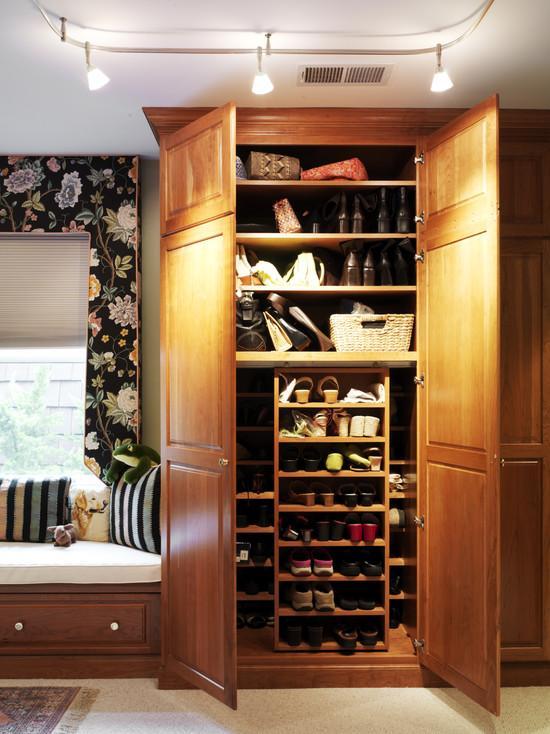 Большой обувной шкаф