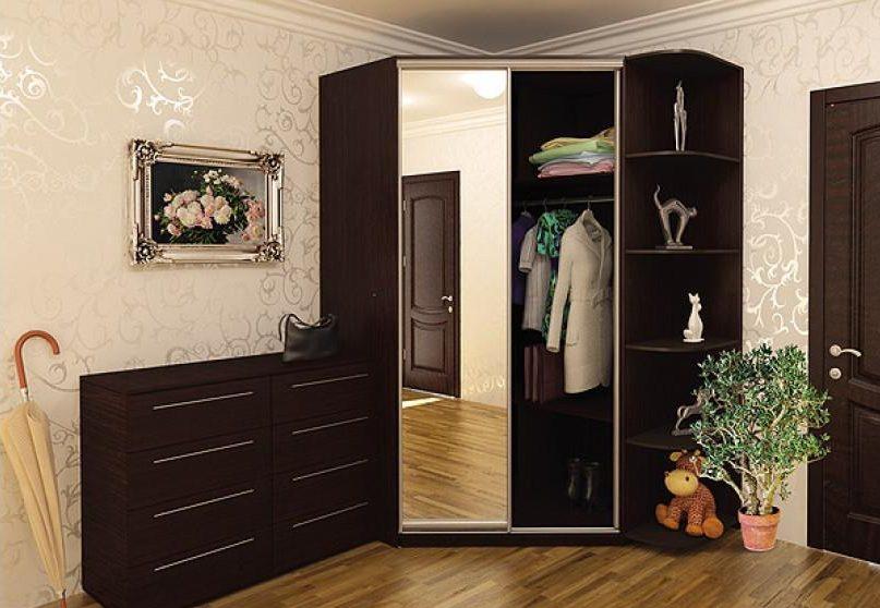 Угловой шкаф для маленькой прихожей с зеркалом