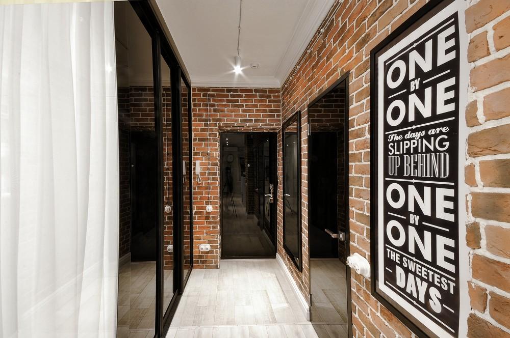 Фото ремонта прихожей в квартире в стиле лофт для малогабаритных коридоров
