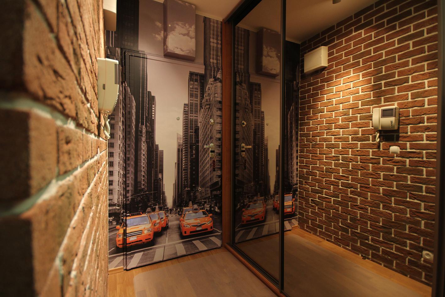 Фото шкафа-купе с зеркалом в малогабаритном коридоре