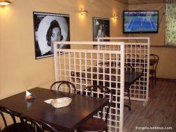 oformlenie restoranov i kafe peregorodkami