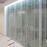 sovremennye sistemy ograzhdenij lestnic atriumov i eskalatorov