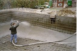 stroitelstvo betonnogo bassejna