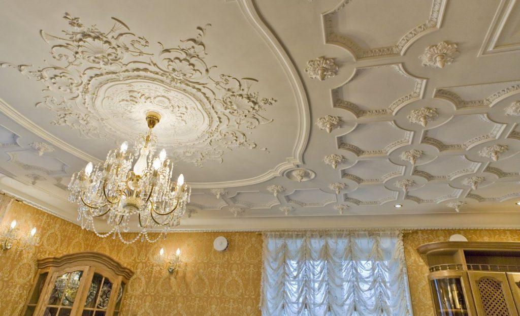 Идеи потолка с лепниной