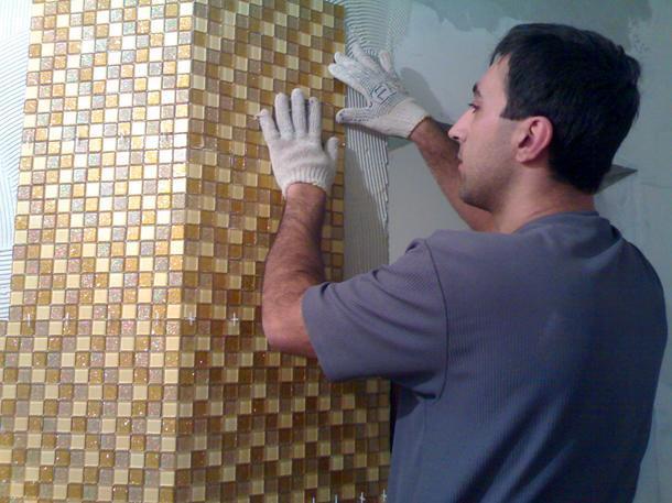 Укладка мозаичной плитки в ванной своими руками 68