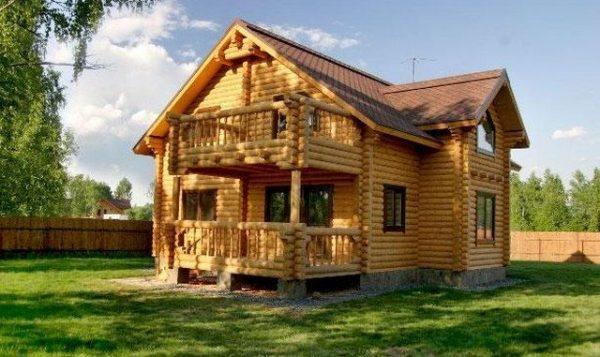 Stroitelstvo-derevyannykh-domov-640x381
