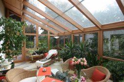 Преимущества деревянного зимнего сада