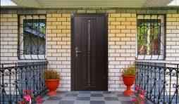 vhodnye dveri dlya zagorodnogo doma 50